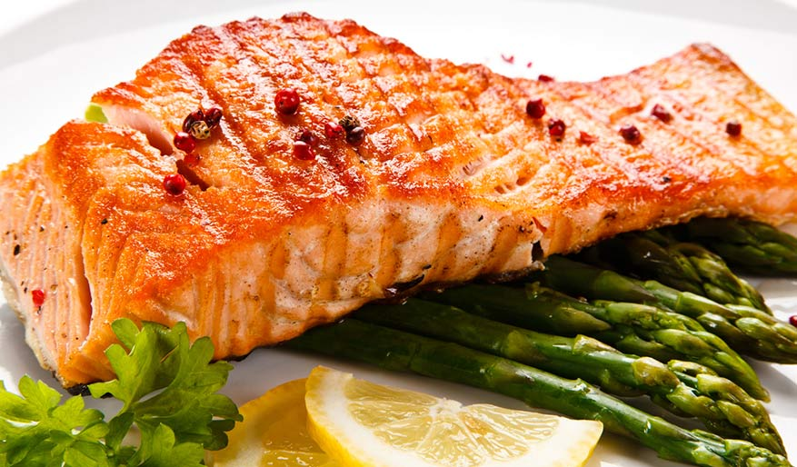 Recipe: Pan Seared Salmon with Asparagus & Herb-Lemon Sauce